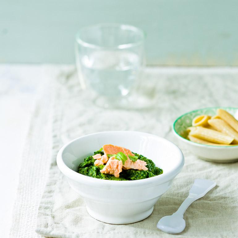 Groene groentesaus met zalm & speltpasta