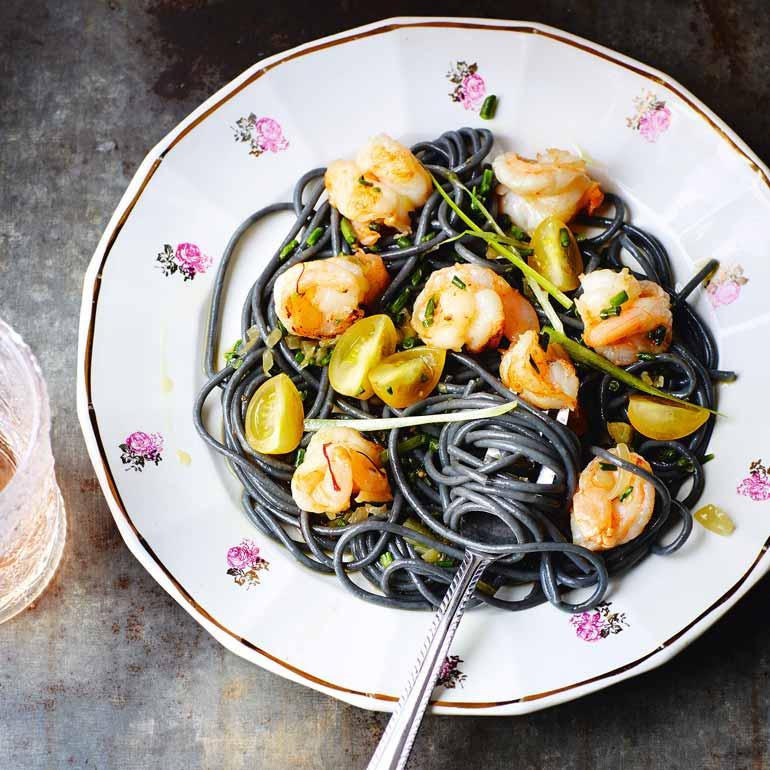 zwarte spaghetti met garnalen recept - food and friends