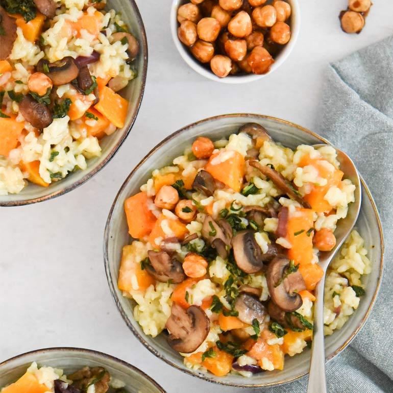 Vegan pompoen-risotto met paddenstoelen