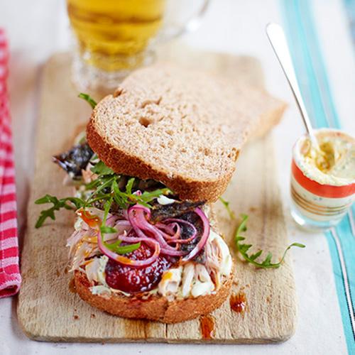Sandwich met makreel en chorizo