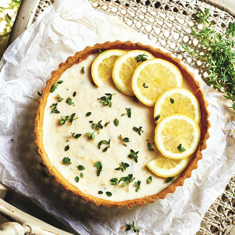 Romige lemoncurd-tijmtaart