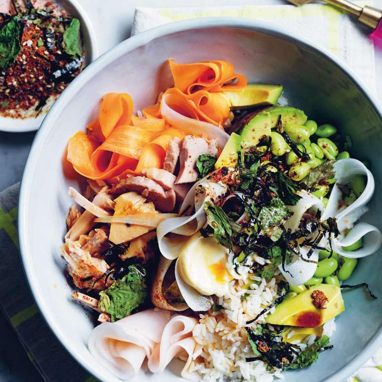 Poké bowl met tonijn & daikon-furikake