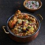 Feestelijke rijstschotel met kip