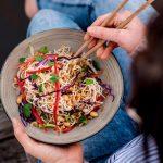 Funky vegan Thaise noedelsalade