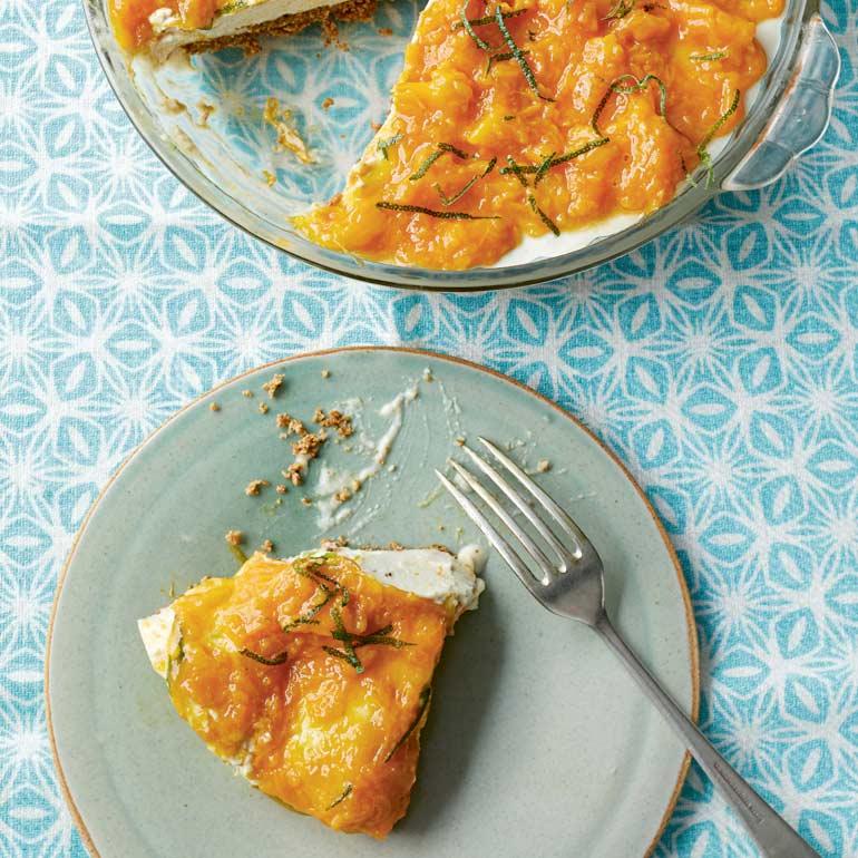 Vegan mango-cashew-cheesecake