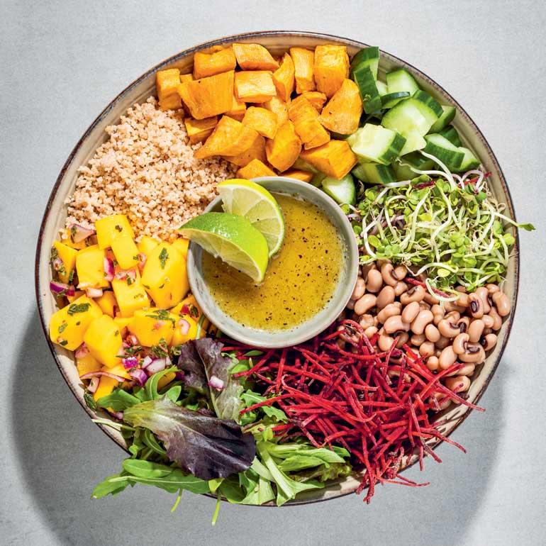 Buddha bowl met mango & zoete aardappel